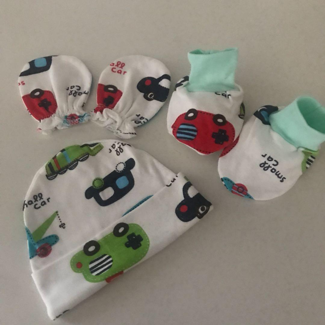 Doll me up kids Newborn baby beanie, booties ,mittens gift set free postage Australia wide
