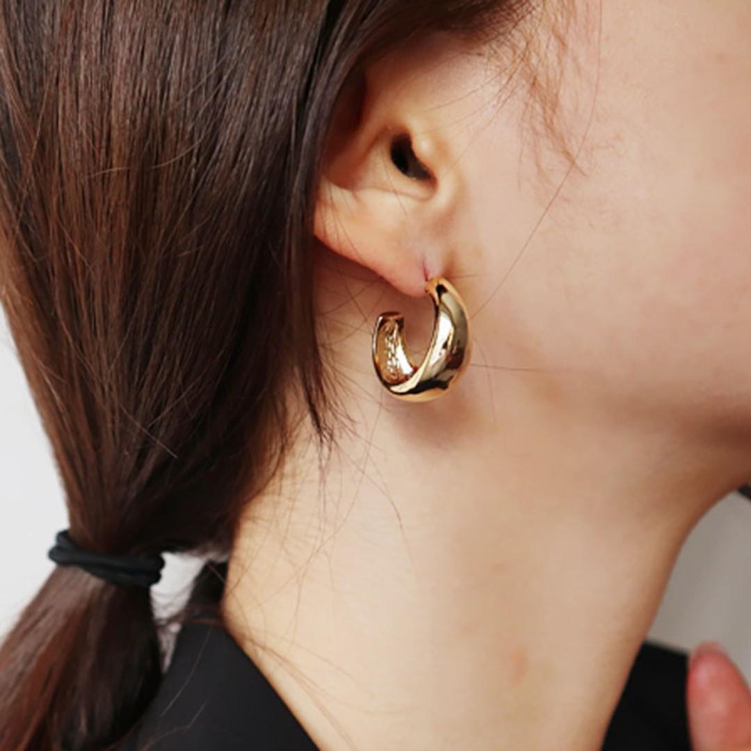 Premium Made in Korea Bold Ring Earrings Titanium Needle Brand New SA-94412