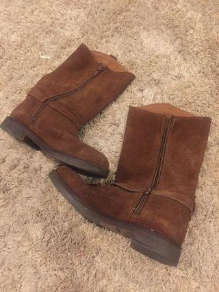 Zara boots girl