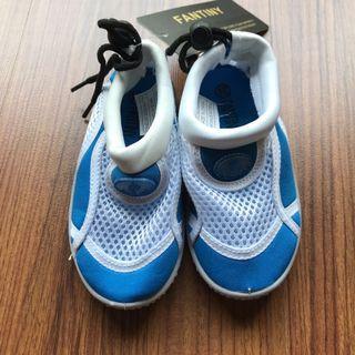 Aqua shoes for toddler