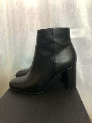 BETTS black heel ankle boots