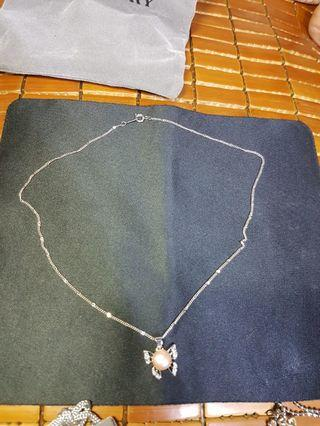 Necklace with pearl pendant 95%new