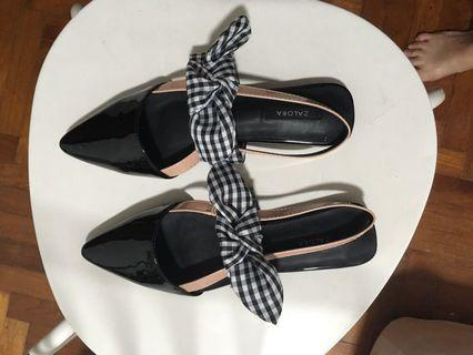 BN Strapped Flats