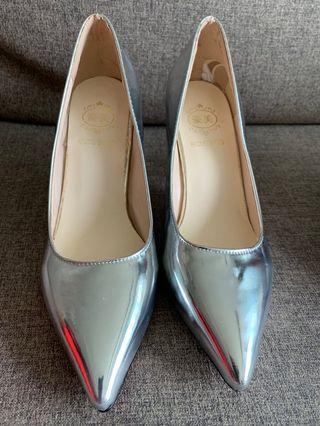 🚚 heel size 36