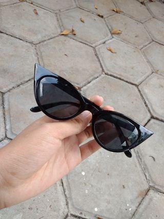Kacamata hitam - cat eye sunglasses