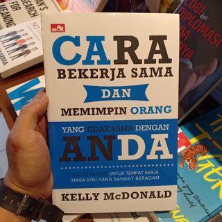Cara Bekerja Sama dan Memimpin Orang yang Tidak Sama dengan Anda karya Kelly McDonald