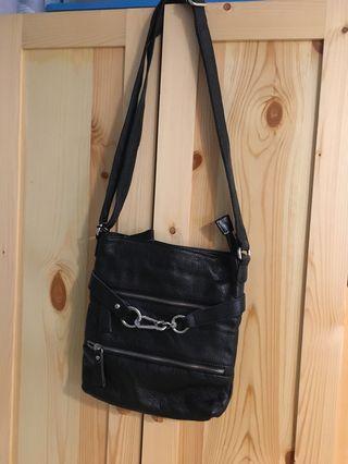 黑色皮袋(可斜孭或側孭)