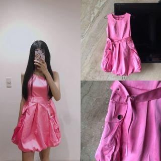 全新專櫃)Sonice螢光粉紅金屬色花苞洋裝