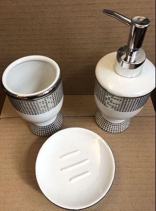 白色馬賽克陶瓷浴室室用品 (一套三件)