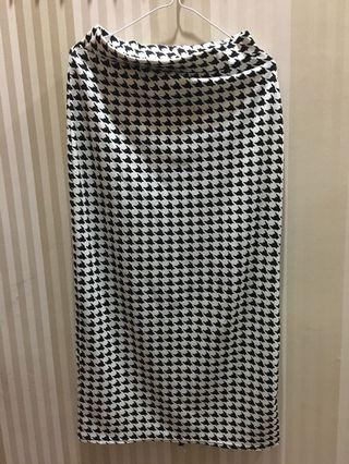 Rok panjang black n white