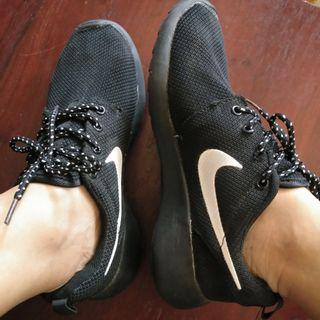 Black Nike Roshe Run (imitation)