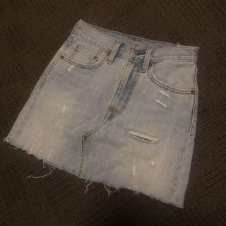Levi's denim skirt size 6-8