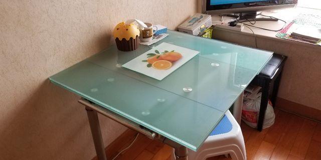 玻璃餐枱80cm*80cm*75cm高,拉開變123cm長