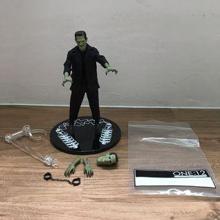 🚚 Mezco Universal Monsters Frankenstein's Monster PX