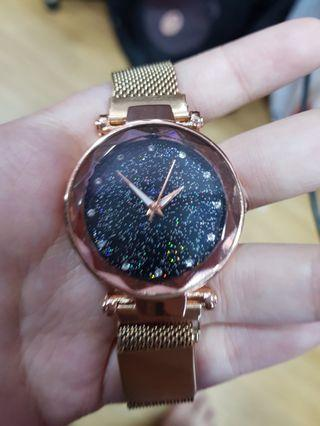 Starry Night Reflective Gold Magnet Watch