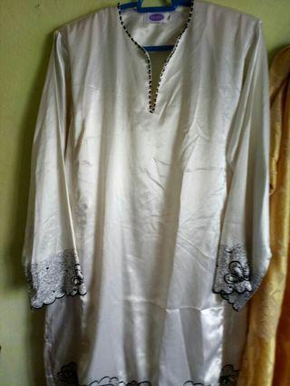 preloved baju kurung saiz M (kain satin)