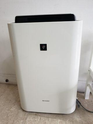 🚚 Sharp Air Purifier and Humidifier KC-D40E