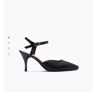 🚚 DMK Pointed Heels in Black