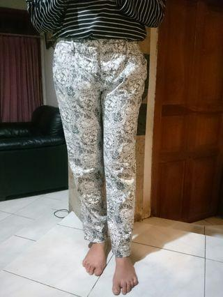 Celana Panjang Wanita The Executive Floral Pattern