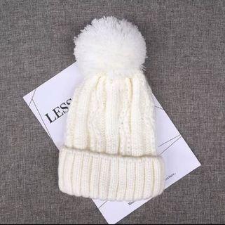 Winter white hat (wool)