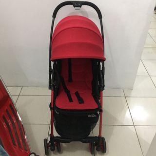 Stroller babyelle hadap ibu