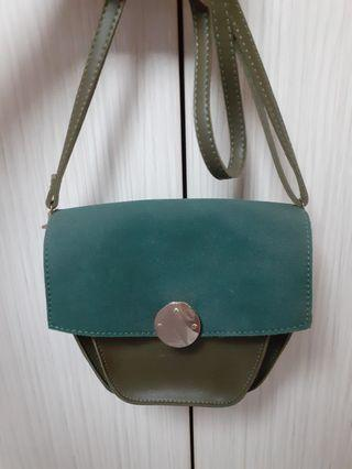 🚚 Trendy dark green sling bag