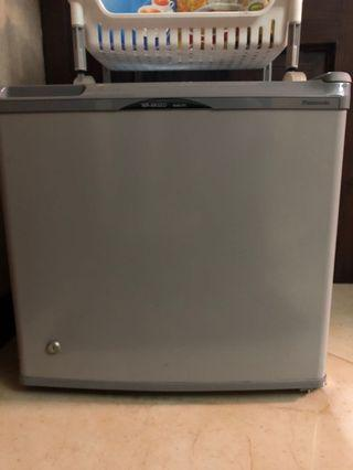 Panasonic Mini Fridge / Kulkas Mini / Kulkas 1 Pintu