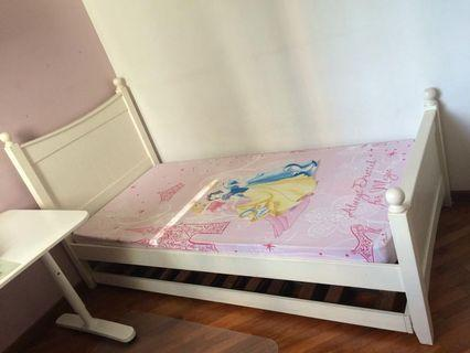 🚚 Solid wood white single bedframe