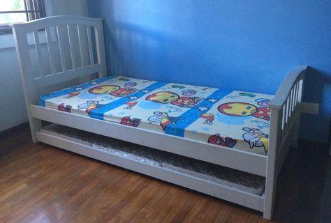 Solid wood white single bedframe