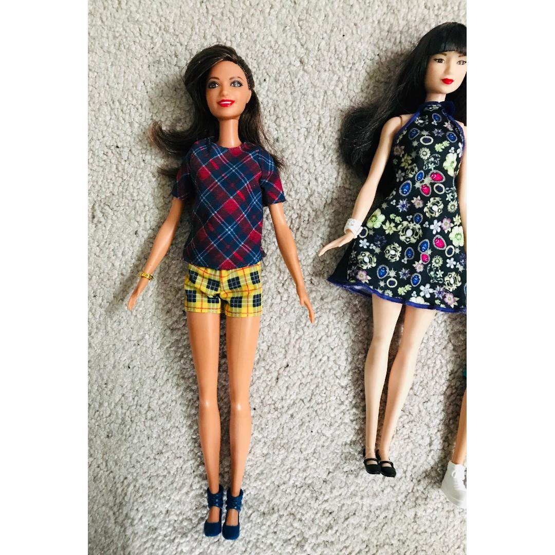 BARBIE dolls & free extra dresses $10 for 1 or $40 for all (like new)