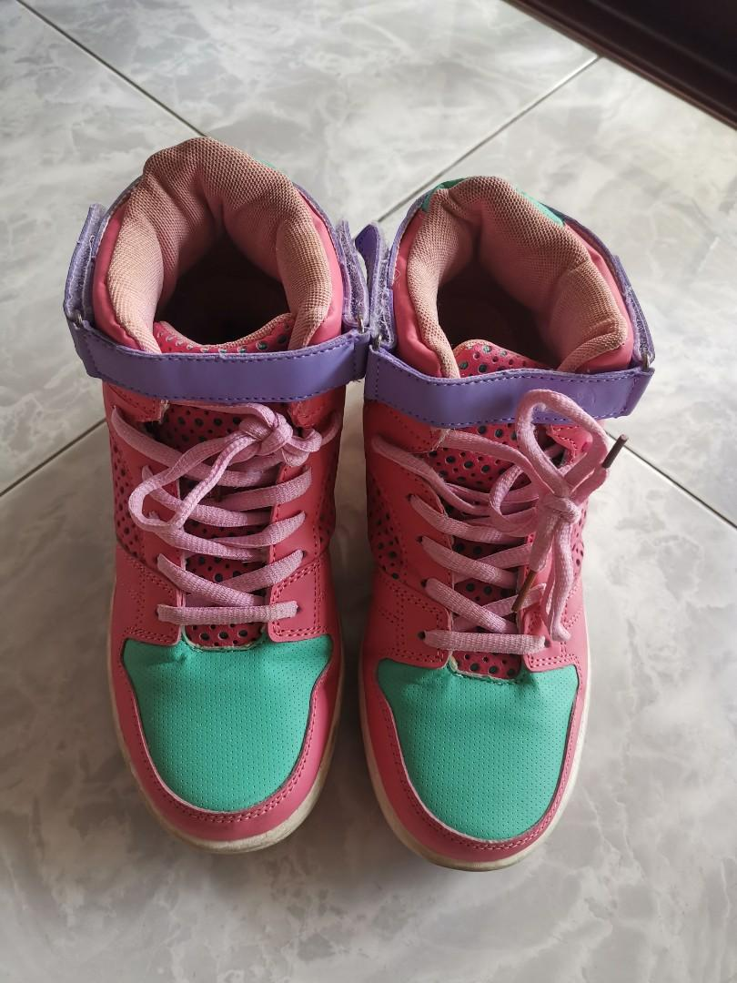 15c0a71467833 Bubblegum Mers Shoes with roller on Carousell