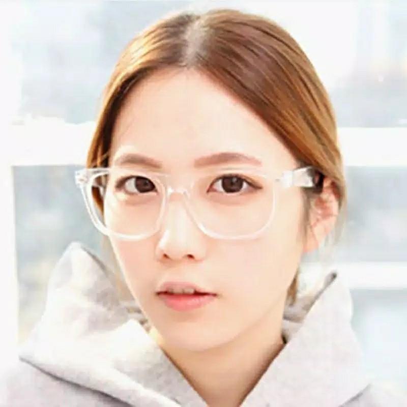 Kacamata Warna Bening Untuk Jalan-Jalan