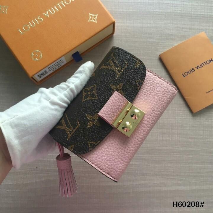 LV Louis Vuitton Croisette Compact Wallet H60208#  H 430rb  Bahan pvc waterproff Di kombi dengan kulit Dalaman kulit (smooth leather) Kwalitas High Premium AAA Dompet uk 11,5x2x8,5cm (Uk pas di buka 24x11,5cm) Berat dengan box 0,3kg  Include Box LV