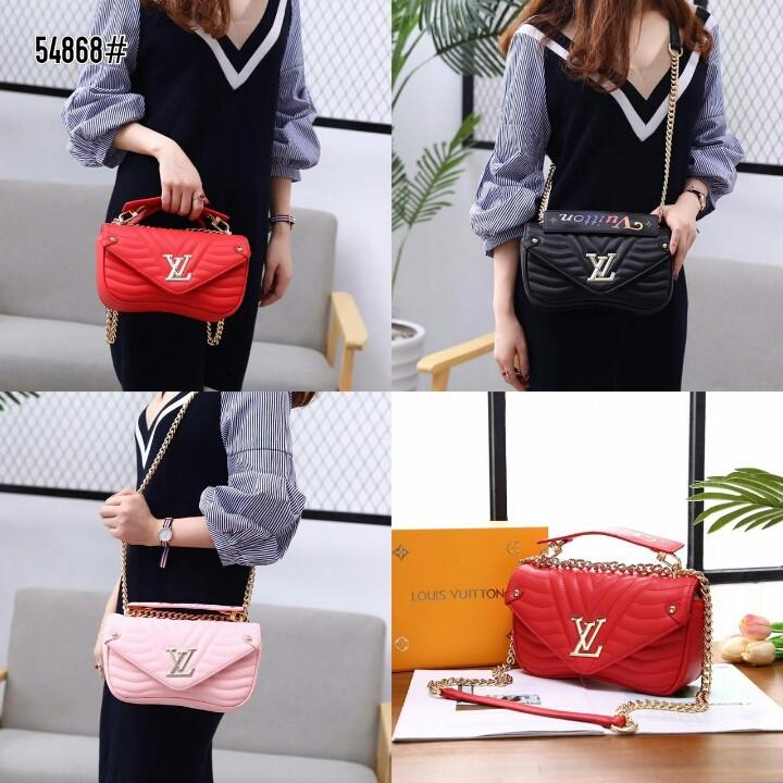 LV Louis Vuitton New Wave Chain Bag  54868#  H 880rb  Bahan kulit (smooth calf leather) Dalaman suede tebal Kwalitas High Premium AAA Tas uk 24x6x14cm Berat dengan box 1kg  Warna : -Babypink -Black -Red Include Box LV