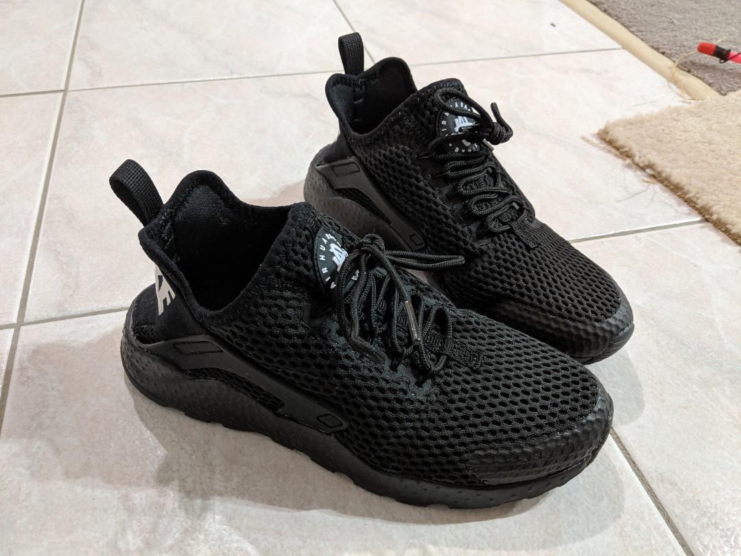 Nike women's black air huarache US6