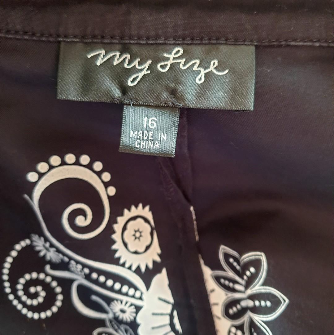 Women's size 16 'MY SIZE' Gorgeous black jacket with pockets - AS NEW