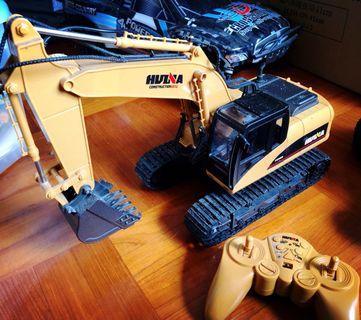 1:16 大比例搖控挖泥車,金屬挖斗,動作靈活有力,真的可以挖出泥來!