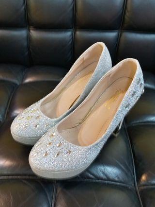 銀色晚宴高跟鞋