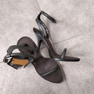 BNWT Zara Leather Strap Heeled Sandals