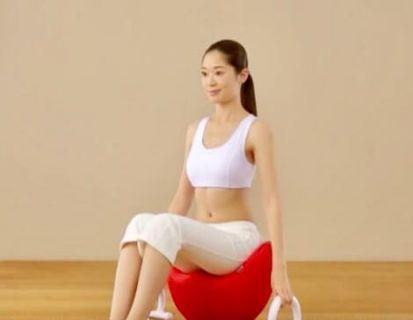日本人氣美腰 「CUVILADY 紅色扭扭椅」