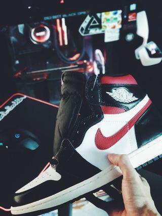 🚚 Jordan 1 High Black Gym Red