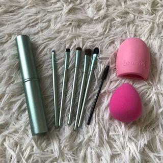 Eye Essential Makeup Brush Set with Case + Free gifts