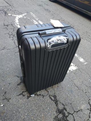 29吋行李箱,密碼鎖,板橋江子翠捷運站五號出口自取