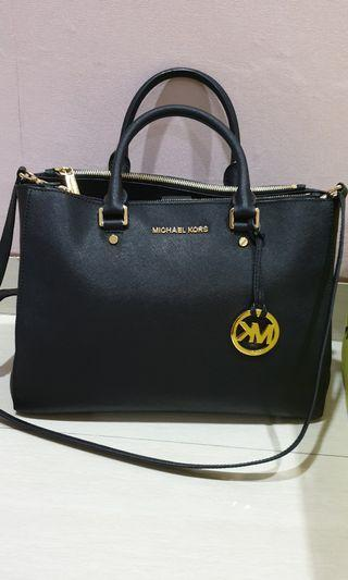 Preloved Authentic Michael Kors
