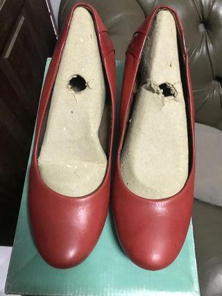 Clarks wedges red