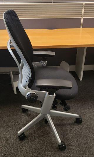 九成新銀色鋁合金Steelcase Leap V2 chair