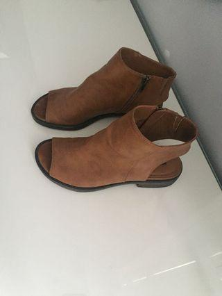 Brand new brown women's size 7 shoes
