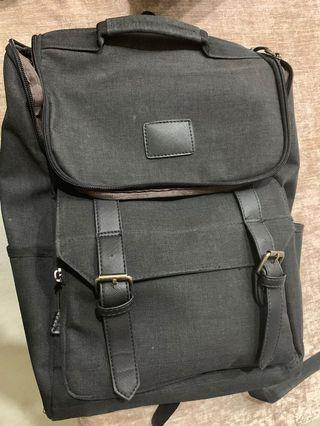 🚚 Laptop Backpack