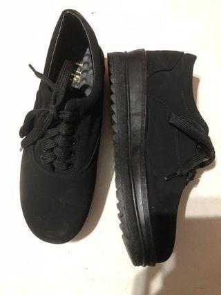 🚚 黑色增高鞋🖤22.5cm