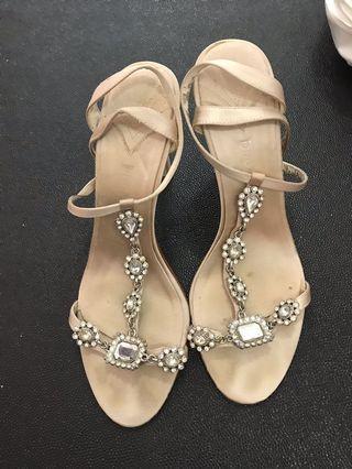 🚚 Crystal heel